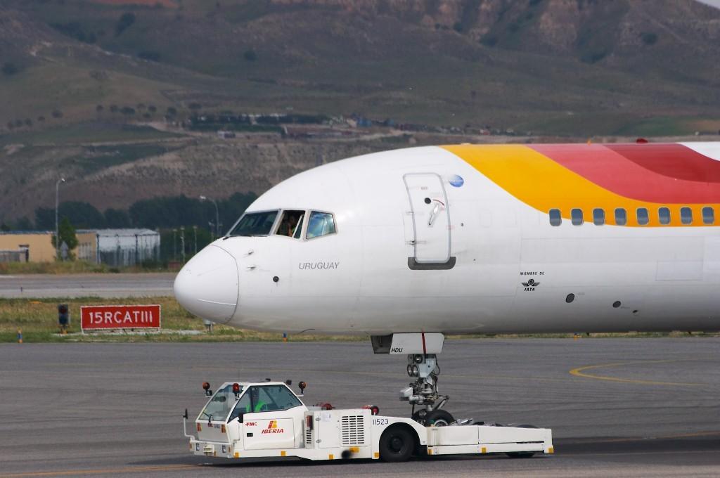 Boeing_757-256_-_Iberia_-_EC-HDU_-_LEMD